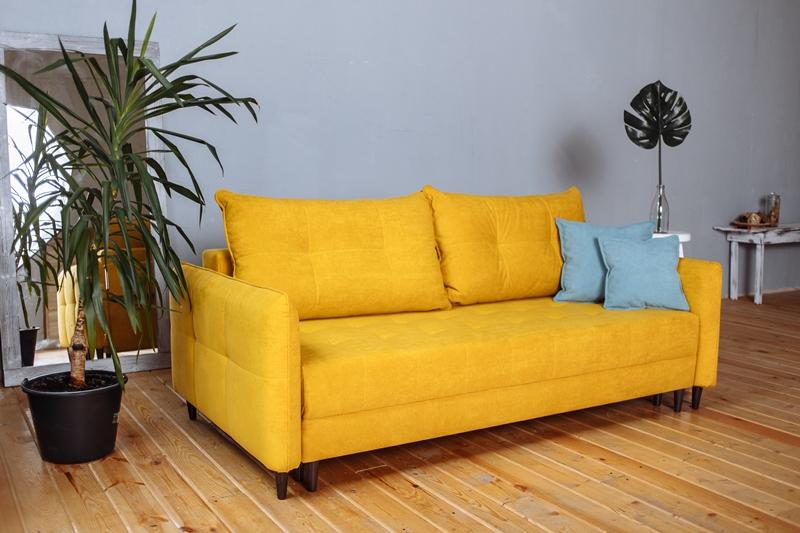 Что нужно учитывать, приобретая светлый диван?