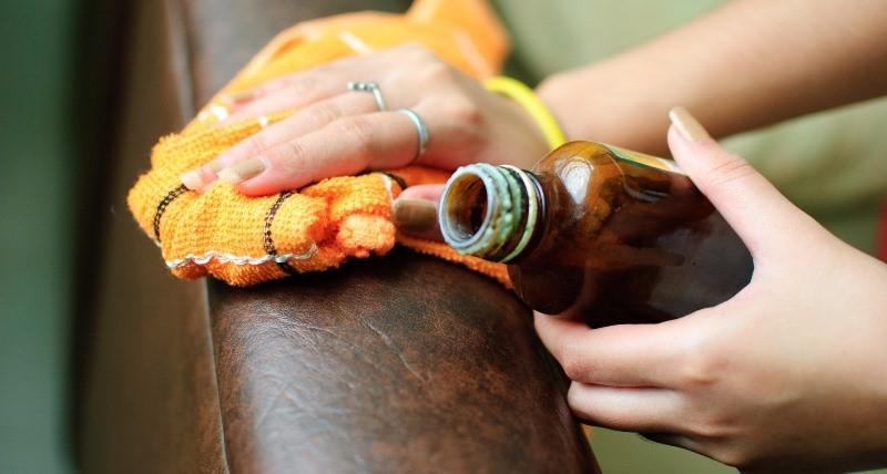 Средства по уходу за кожаными диванами