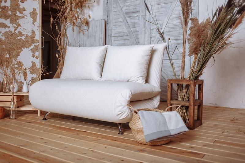Стоит ли покупать светлый диван?